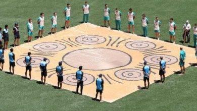 Photo of ভারত ও অস্ট্রেলিয়ার ক্রিকেটাররা খালি পায়ে মাঠে নামল !
